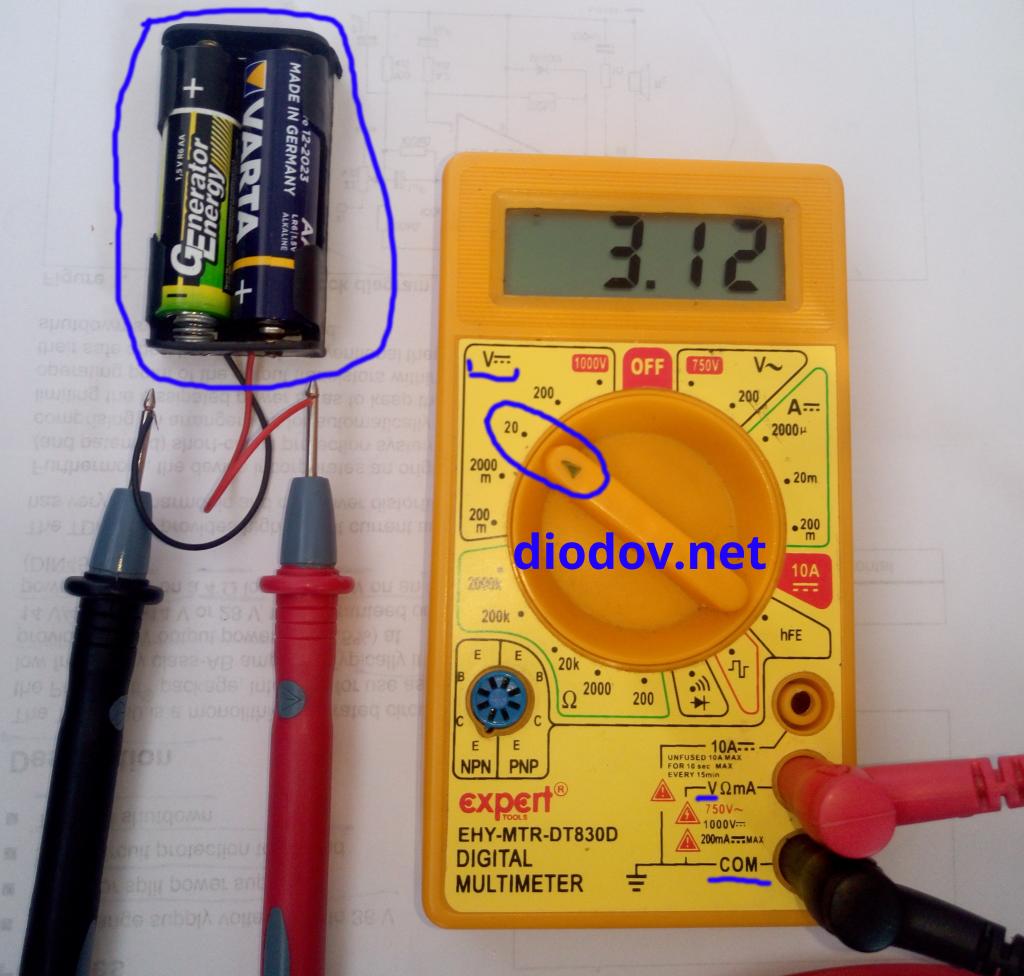 Как измерить напряжение батареек мультиметром